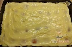 Recept elkészítése Pudingos-barackos krémes finomság piskótával, leveles tésztából, lépés 2