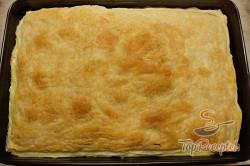 Recept elkészítése Pudingos-barackos krémes finomság piskótával, leveles tésztából, lépés 4