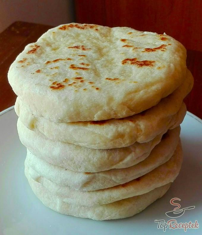 Recept Extra gyors sajtos-fokhagymás kenyérlepény. Akár kenyér helyett!, lépés 3